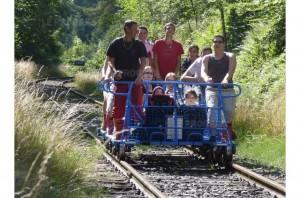 Le Vélo Rail du Bugey (à 20 min) Crédit photo : Le Progrès